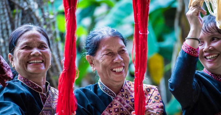 Women with Thai silk| © Pixabay