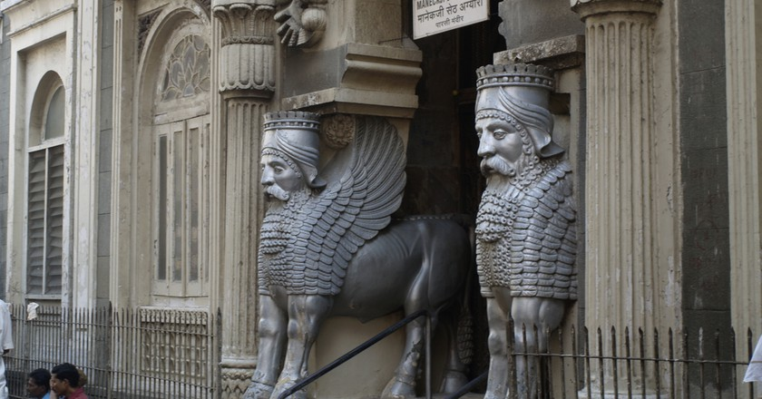 Entrance to Parsi Fire Temple | ©PabloAresGastesi/Flickr