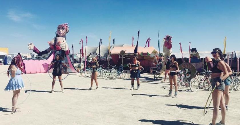 Hooping Class at Burning Man   Courtesy Sam Bloch