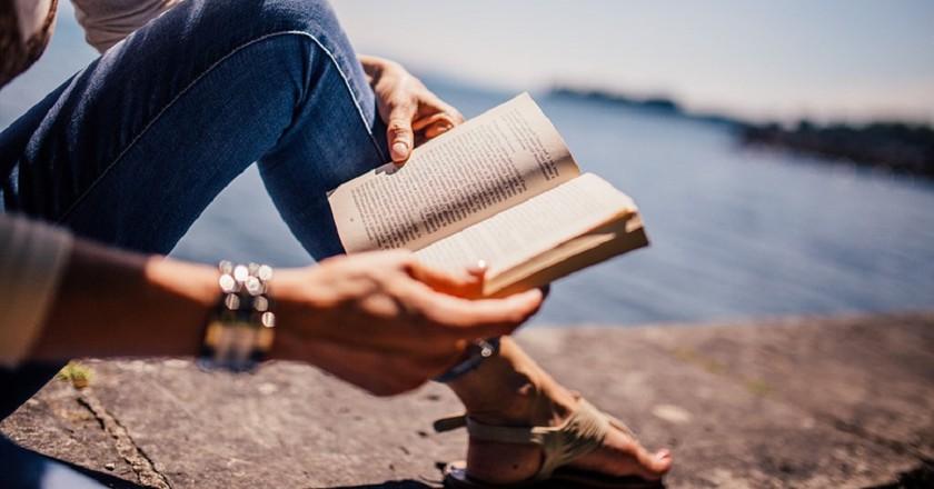 Get back into reading | © StockSnap/Pixabay