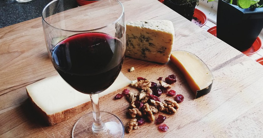 Wine and cheese |© vanessa lollipop/Flickr