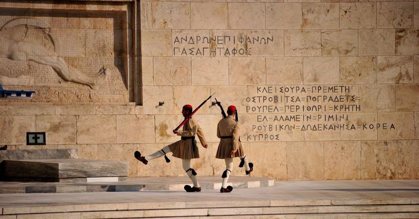 Changing of the guard at the Tomb of the Unknown Soldier | llee_wu/Flickr