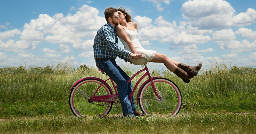 Couple biking © Karen Warfel/Pixabay