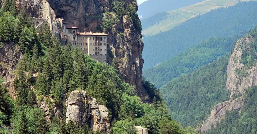 Held by the mountain Sumela Monastery © Sadik Gulec / Shutterstock