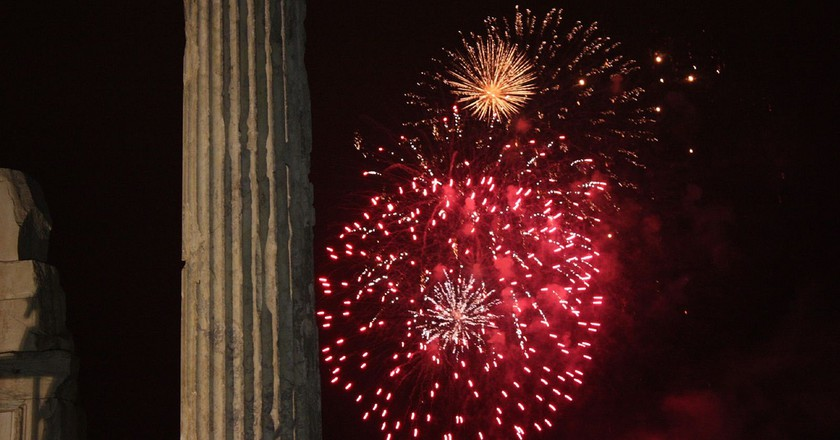 Fireworks in Athens |© Shadowgate/Flickr