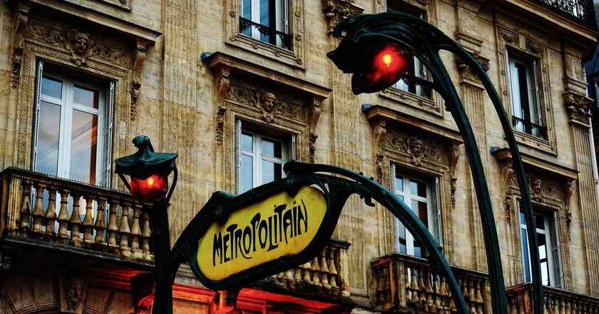 Art nouveau metro sign │© Raúl A.-