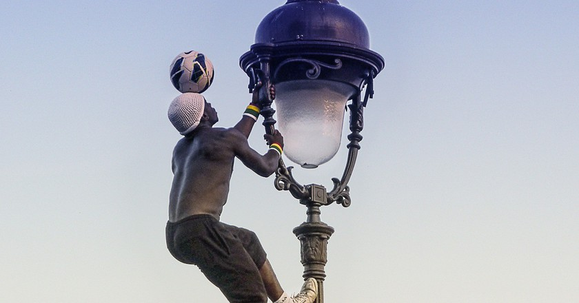 Football street performer in Paris │© Alex_Koch