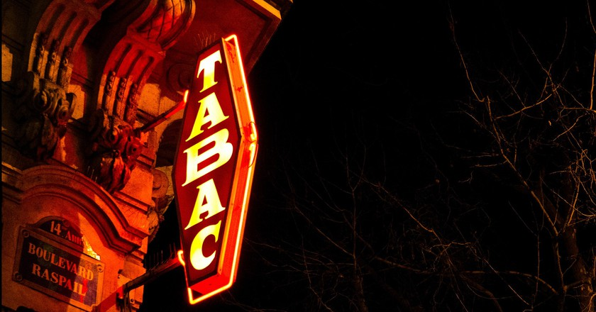 Neon tabac sign in the 14th│© Guillaume Flament