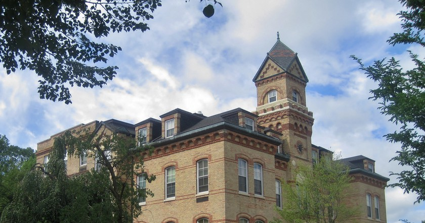 Old Main on Elmhurst College's campus, courtesy of Flickr: