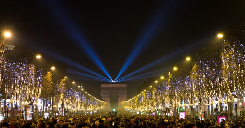 The Champs-Élysées on New Year's Eve │© Falcon Photography