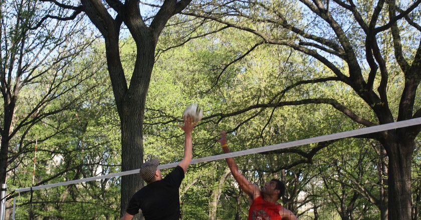 Playing volleyball in Central Park | © Flickr/Shinya Suzuki