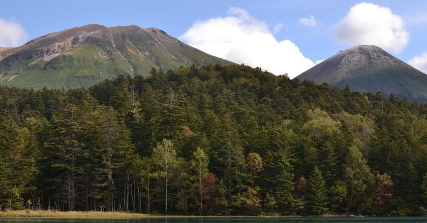 Lake Onneto from and Mt. Meakan and Mt. Akan | ©Satoshi KINOKUNI / Flickr