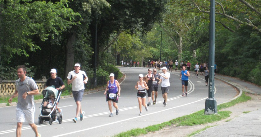 Running in Central Park | © Flickr/Julen Iturbe-Ormaetxe