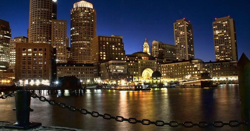Boston's waterfront at night | © Liz West / FLickr