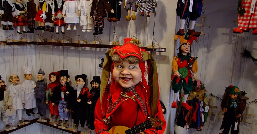 Marionettes for sale in Prague | © Urilei / Wikimedia Commons
