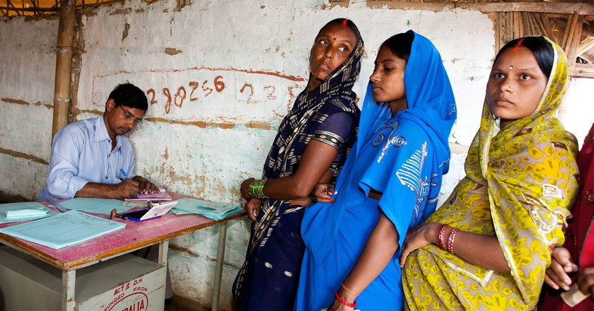 Indian women at a rural pregnancy clinic © Travel Stock/Shutterstock