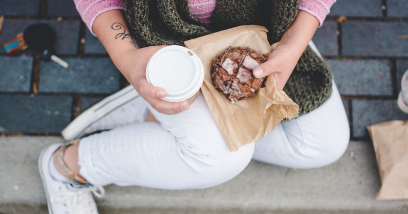 Sweet treat and coffee | © Sarah Swinton / Unsplash