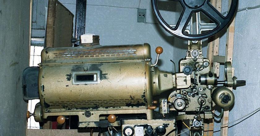35mm projector|©Adamantios/wikipedia
