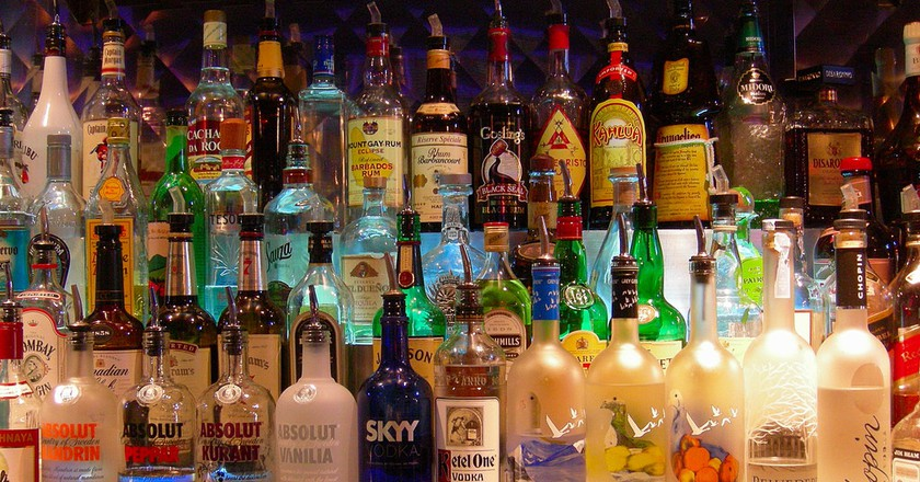 Bottles at a bar | © Edwin Land/Flickr
