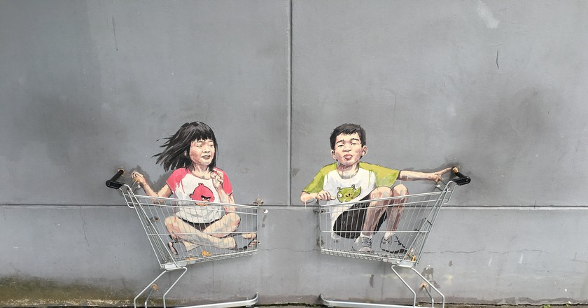 People love to pose with this real shopping cart