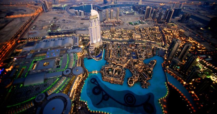 Downtown Dubai. View of the Adress Hotel, Dubai Mall, Dubai Fountain and Business Bay canal | ©elisasophia / Flickr