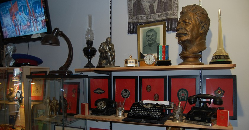 Display at KGB Museum   | © Bonnie Ann Cain-Wood / Flickr
