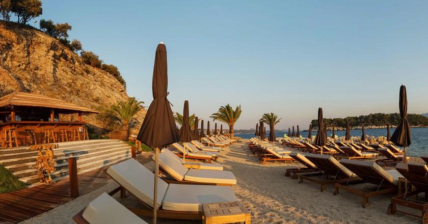 The cool beach club © Coral Beach Club