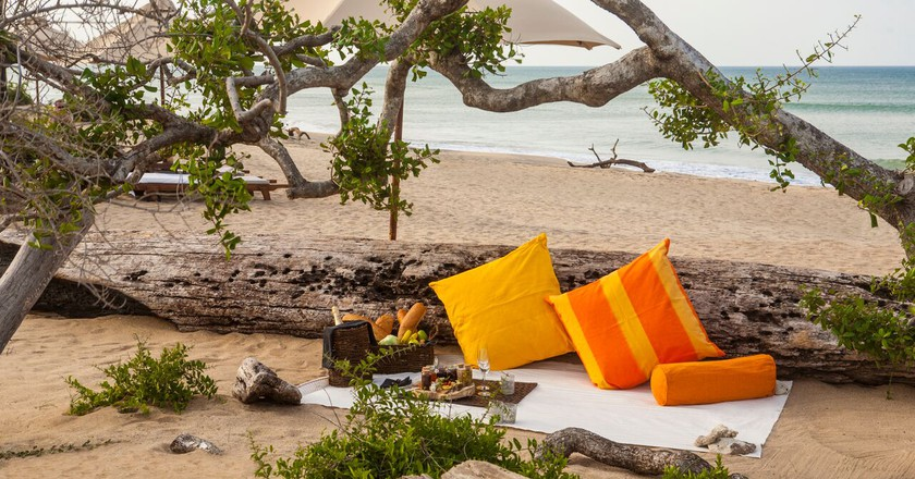 Picnics by the ocean at Jungle Beach by Uga Escapes. | © Courtesy of Uga Escapes