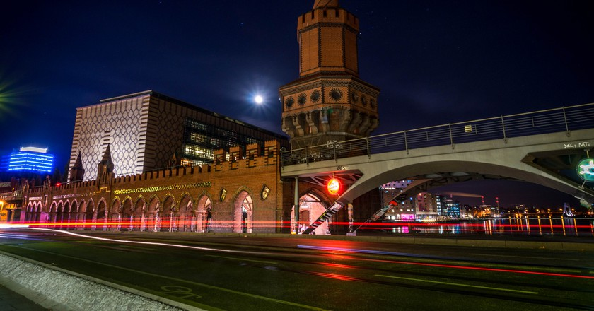 Oberbaum Bridge by night | © Juan Verni/Flickr