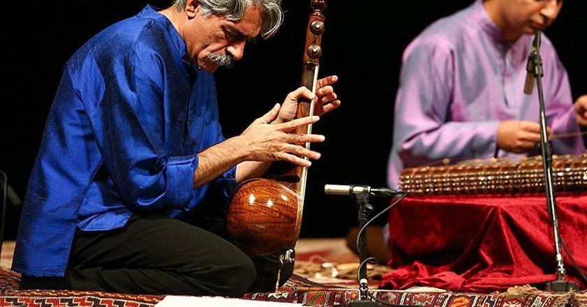 Kayhan Kalhor performance in Vahdat Hall | © Mohammad Delkesh / Wikimedia Commons