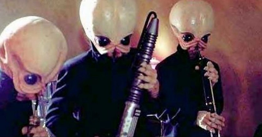 Figrin D'an and the Modal Nodes performing 'Cantina Band'   © Star Wars