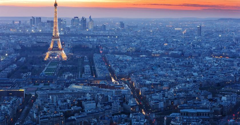 The Eiffel Tower at night   © Kanuman / Shutterstock
