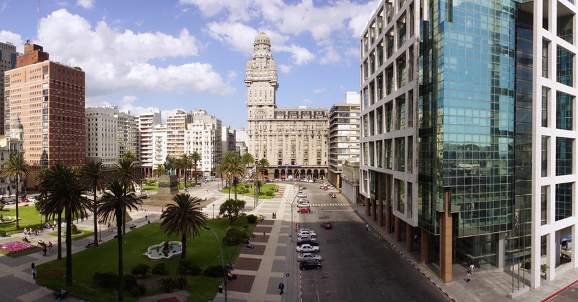 Plaza Independencia │© photosil/Shutterstock