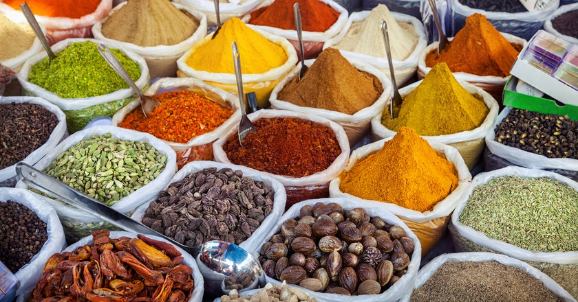 Indian colorful spices at Anjuna flea market in Goa, India  | © Pikoso.kz/Shutterstock