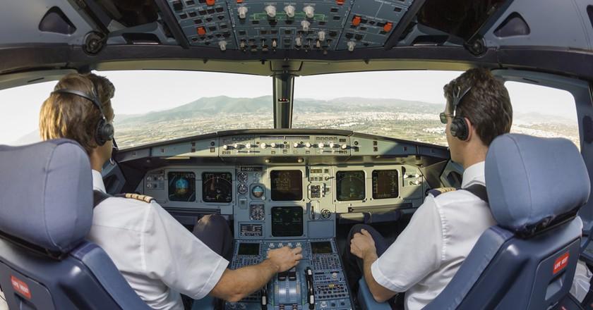 Pilots in cockpit © Angelo Giampiccolo/Shutterstock
