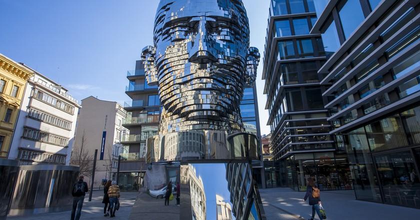 Statue of Franz Kafka by artist David Cerny in Prague | © Marben / Shutterstock