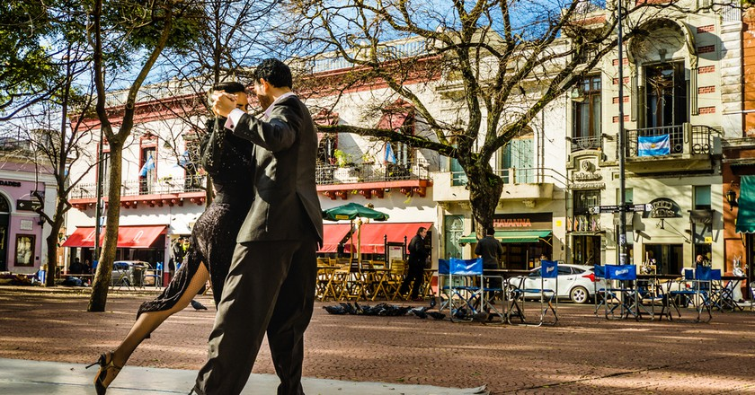 Two tango dancers performing at Plaza Serrano | © Alexandr Vorobev/Shutterstock