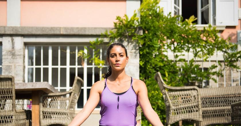 A woman doing yoga | © Gabriel Garcia Marengo / Flickr