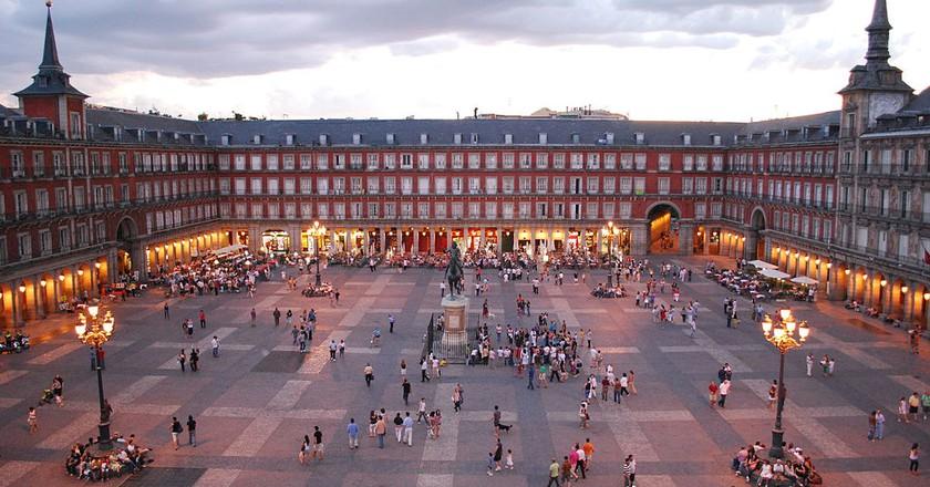 The Plaza Mayor at dusk | © Sebastian Dubiel/Wikipedia