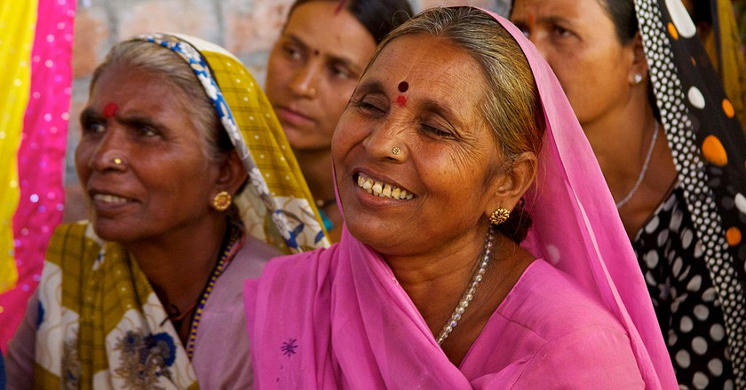 Smiles and determination of rural Indian women | © Wikicommons