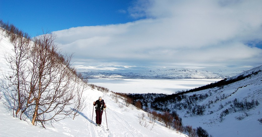 Hiking in the snow with walking poles | Bjaglin/ Flickr