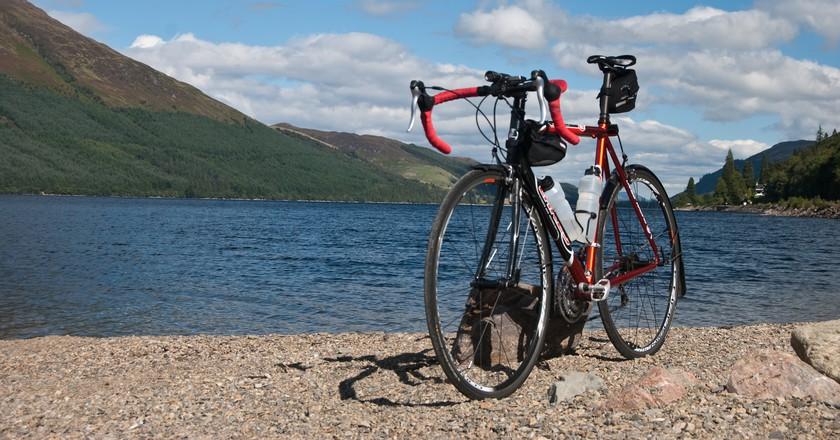 Loch and Bike   © David Kusserow/Flickr