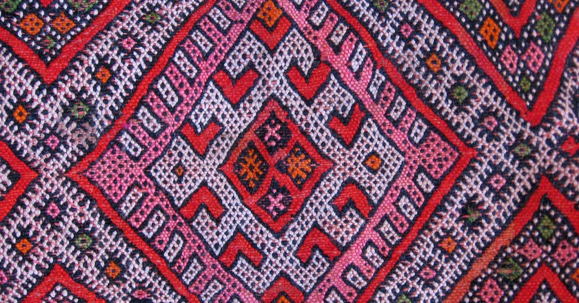 """<a href=""""https://www.flickr.com/photos/53255320@N07/5338347185/"""" target=""""_blank"""">Colourful woven Berber carpet</a>   © 16:9clue / Flickr"""