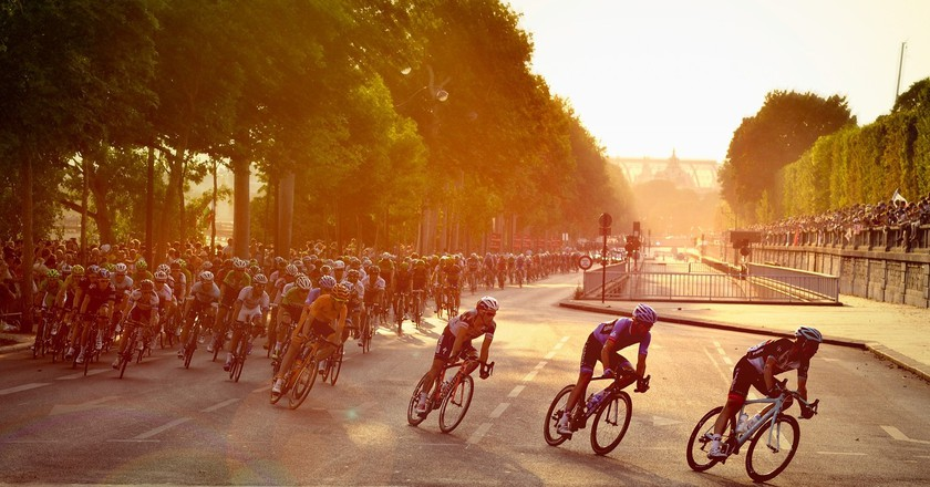 Cyclists in Paris │Pixabay