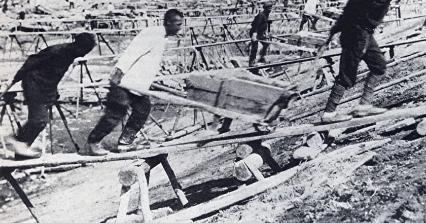 Prisoner labor at construction of Belomorkanal   Wikimedia Commons