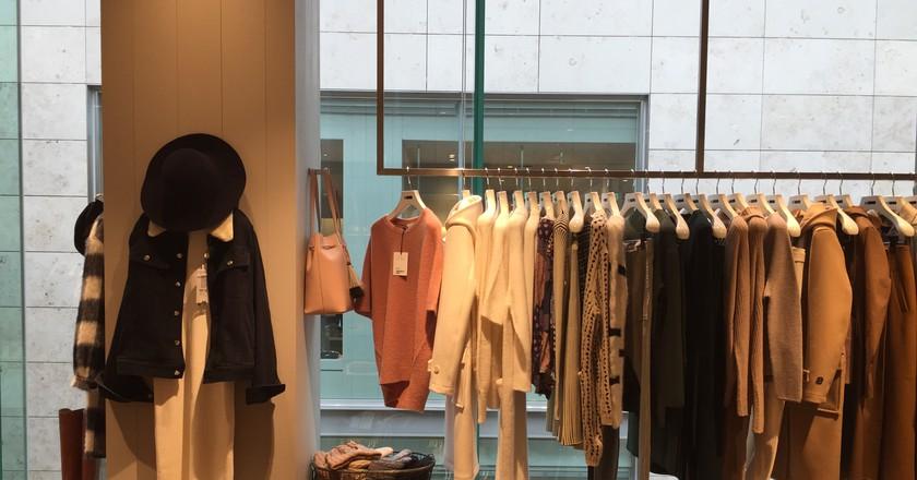 Boutique Shopping | © Tillie Adelson