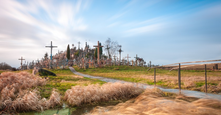 Hill of Crosses from afar | © Konstantin Yolshin/Shutterstock