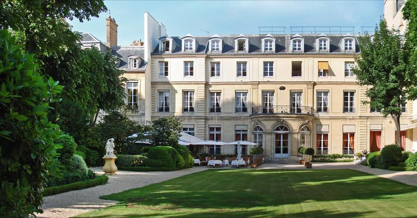 Le jardin de la maison de l'Amérique latine / l'Hôtel Amelot de Gournay │© Jean-Pierre Dalbéra / Flickr