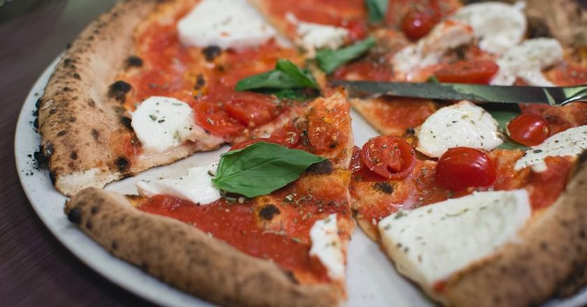 "<a href=""https://pixabay.com/fr/pizza-margherita-tranches-993274/"" target=""_blank"">Margherita Pizza | ©  skeeze/Pixabay</a>"