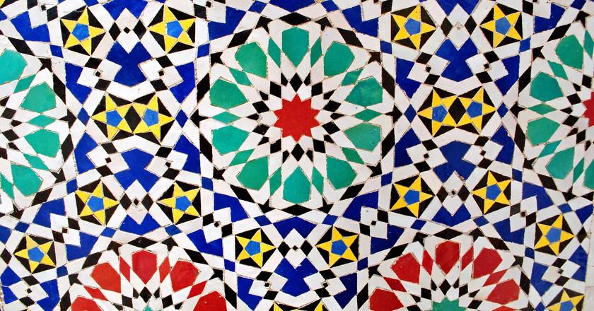 Bright zellij tiles in Morocco |© just_a_cheeseburger / Flickr